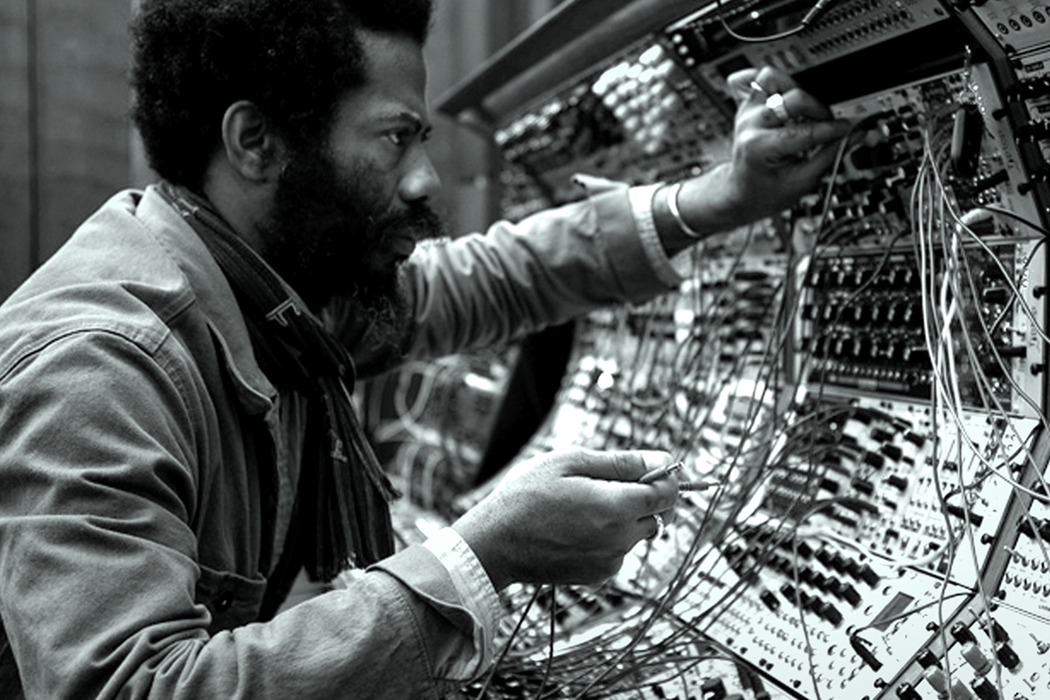 Photograph of Robert Aiki Aubrey Lowe performing as Lichens. Credit: Rodent.